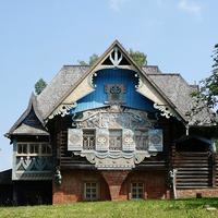Теремок - Домик, украшенный резьбой по мотивам русских народных сказок