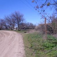 Крест у дороги,начало села.