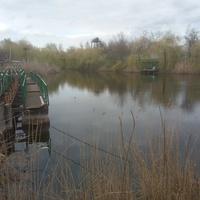Река Кильчень и понтоны, перекрывающие вход лодкам в водозабор в Кильченскую оросительную систему.