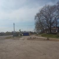 Площадка около магазинов.
