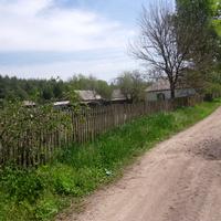 Стримовка,дорогою влево от остановки электрички, мимо бывшей школы.