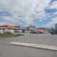 Гипермаркет Эпицентр на проспекте Героев Труда.