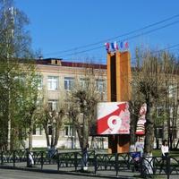 Стела на улице Свердлова