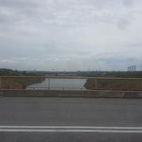 Вид на Легендарный ДНЕПРОГЭС с моста через Старый Днепр.