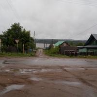 Ул. Ленина, у администрации, впереди Кама река.