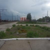 Железнодорожная станция Синельниково-1. Вокзал островного типа. Вид на юг.