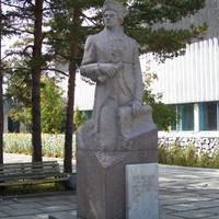 Городской парк. Памятник Григорию Шелехов