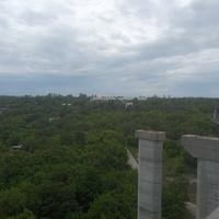 Вид на Хортицу со строящегося моста.