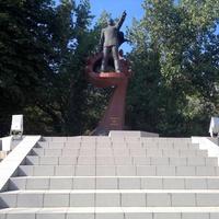 Памятник Александру Ивановичу Маринеско.
