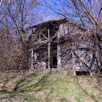 Бывшее колхозное деревянное здание.