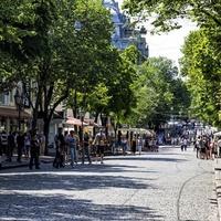 Улица Дерибасовская летом.