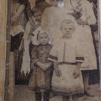 Жители дер.Шмакова Балка:моя бабушка-Стрыгина Лида(внизу справа) в детстве среди хуторян