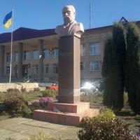Памятник Тарасу Григорьевичу Шевченко.