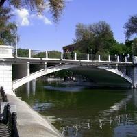 Днепропетровск. Пешеходный мост парка Лазаря Глобы.