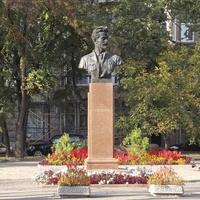 Памятник Якову Михайловичу Свердлову.