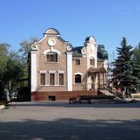Административное здание храма Святых Петра и Павла.