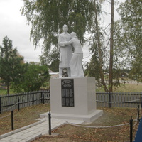 Памятник погибшим землякам на улице Молодёжной.