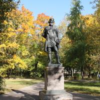 Памятник Акиму Васильевичу  Мальцову - основателю Гусь - Хрустального. Сквер около Георгиевского собора