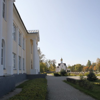 Вид от Православной гимназии на часовню Александра Невского и Даниила Московского