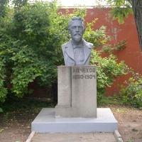 Таганрог. Бюст Антона Павловича Чехова.