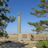 Здесь в августе 1942 года были расстреляны 1500 мирных граждан.