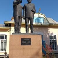 Памятник Мухамеджану Тынышбаеву и Турару Рыскулову