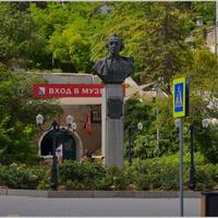 Памятник-бюст Суворову