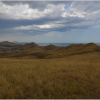 ПГТ Коктебель. Хребет Татар-Хабурга. Вид на Пионерскую горку и гору Эгер-Оба
