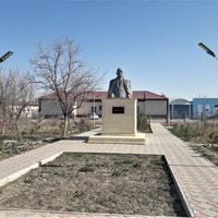 Шетпе. Памятник Жалау Мынбайулы
