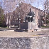 Памятник посвященный Акту на вечное пользование землёй колхозам.