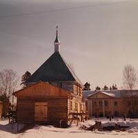Строящийся храм иконы Богоматери Нечаянная Радость в посёлке Радовицкий. Март 1999г. Вид с запада