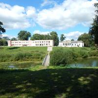 Вид со стороны парка на здания сельсовета и дома культуры