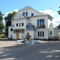 В бывшем усадебном доме действует приход храма Преподобного Серафима Соровского