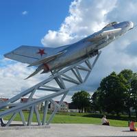 Памятник- самолёт Миг-19С