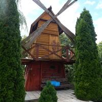 Декоративная мельница-беседка (во дворе костёла)