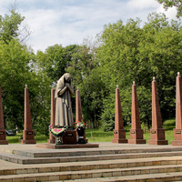 Памятник Марии Фроловой, потерявшей восемь детей в Отечественной войне