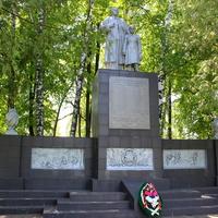 Мемориал погибшим в микрорайоне Устинка.