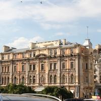 Здание у Оперного театра