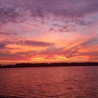 В лучах заката на озере Свято (на старой дамбе со стороны посёлка Керва)