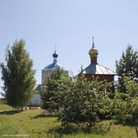Часовня в память павшим в ВОВ и Казанская церковь