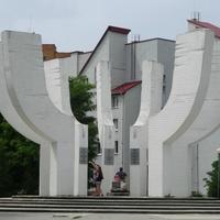 монумент- камень ,заложенный в день основания города