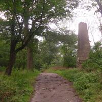 """""""Софьин столб"""" (1833 год). Памятник Софии – 10 метровый обелиск на Софьиной горе, установленный в честь Софьи Браницкой."""