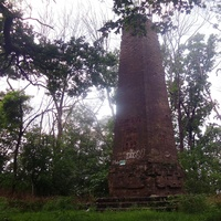 """""""Софьин столб"""" (1833 год). Памятник Софии – 10 метровый обелиск на Софьиной горе, установленный в честь Софьи Браницкой"""