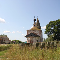 Никольская  (справа) и Скорбященская церкви в с. Большое Борисово