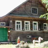 Деревня Корницы. Дом, где жила Герой Социалистического труда Никитина Екатерина Матвеевна
