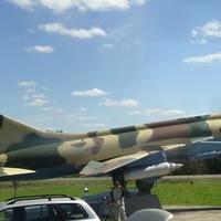 самолет-памятник СУ-17М