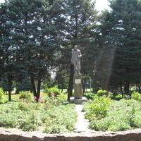 памятник Ляпидевскому