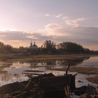Югра. Берёзово. Вид с реки на православный храм.