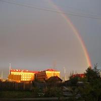 Западная Сибирь. Югра. Вечерняя радуга над Саранпаулем.