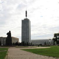 Площадь Ленина и высотное здание